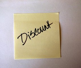 image shows a yellow post it note with the word discount written on it
